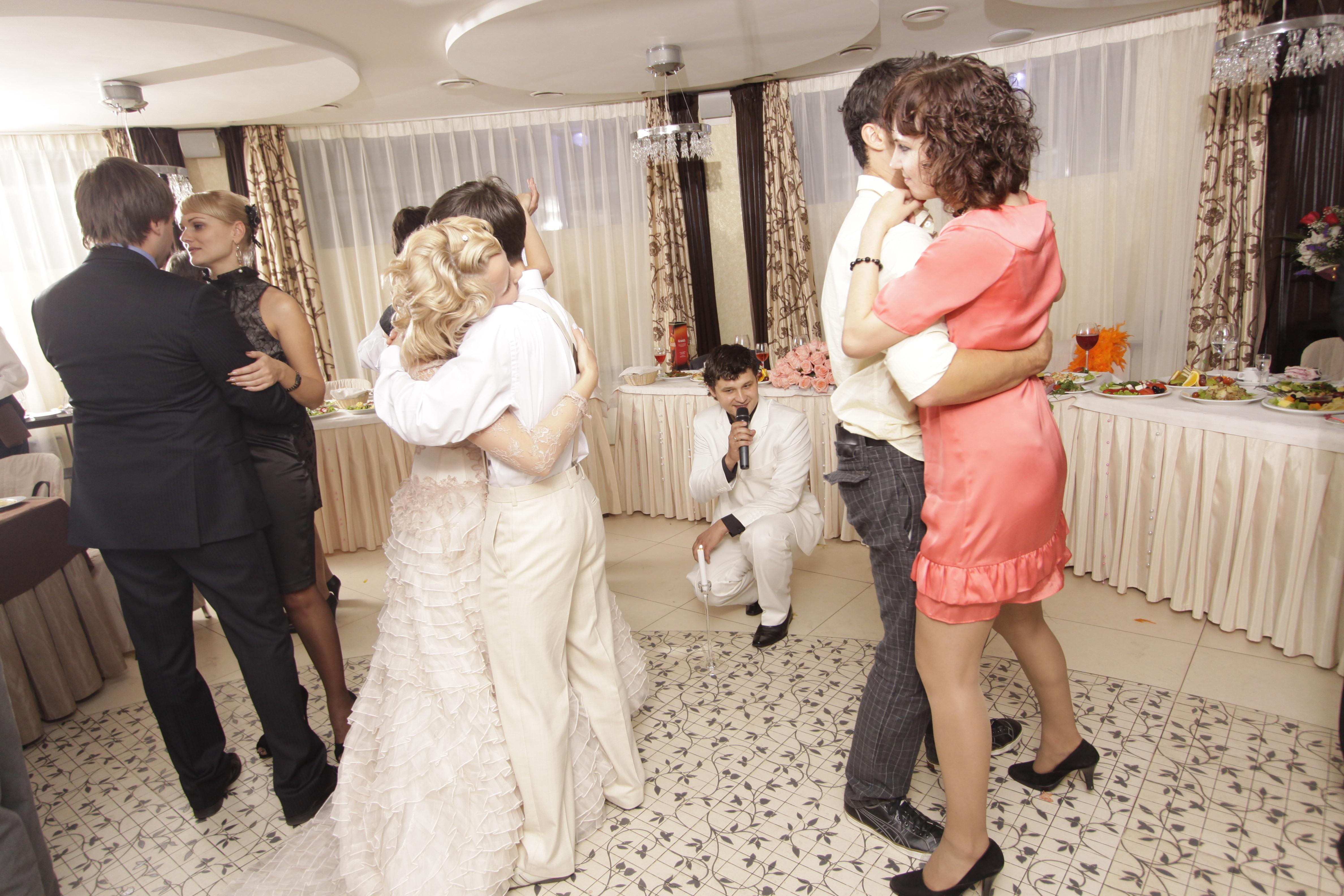 песня невесты мы познакомились
